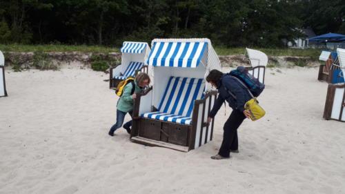 Umräumen am Thiessower Strand