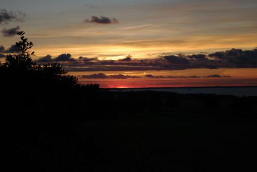 Abend am Hügelgrab